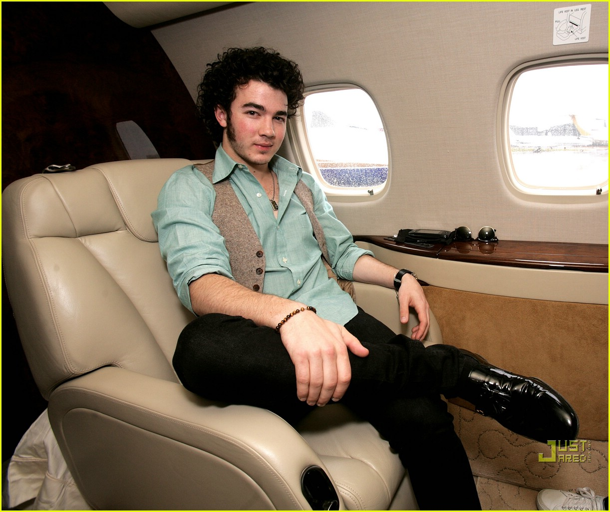 jonas brothers private jet 13982901