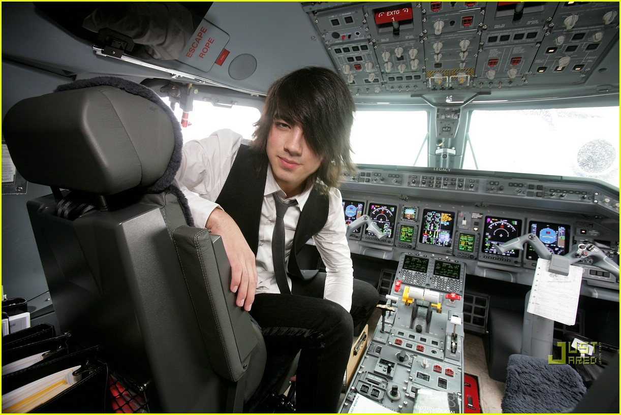 jonas brothers private jet 16982931