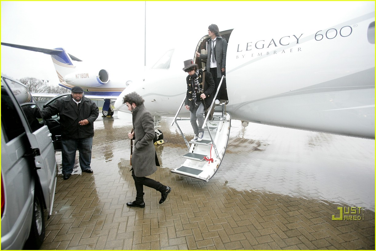 jonas brothers private jet 20982971