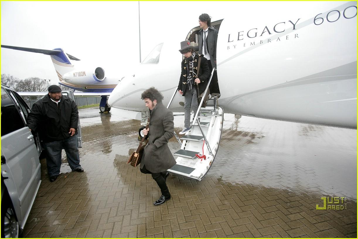 jonas brothers private jet 21982981