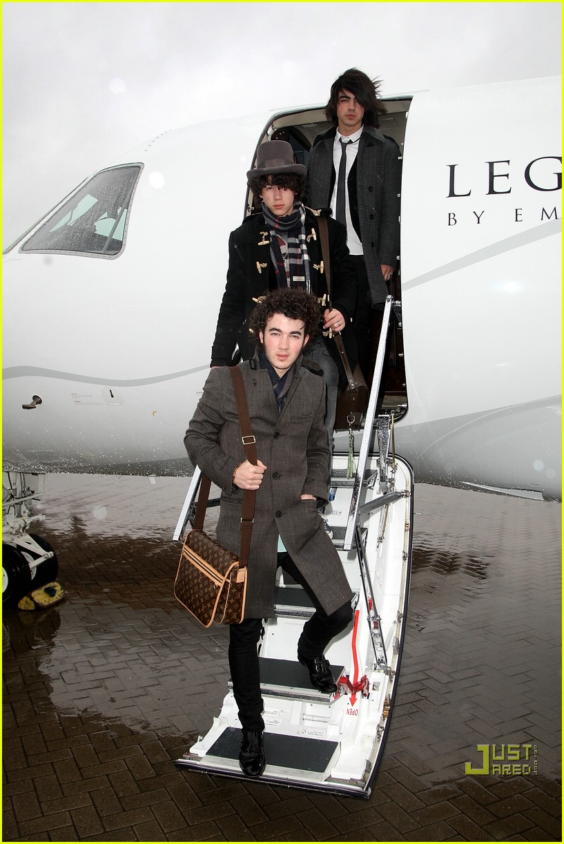 jonas brothers private jet 22982991