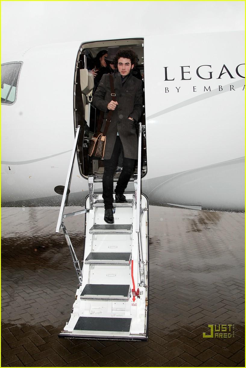 jonas brothers private jet 23983001