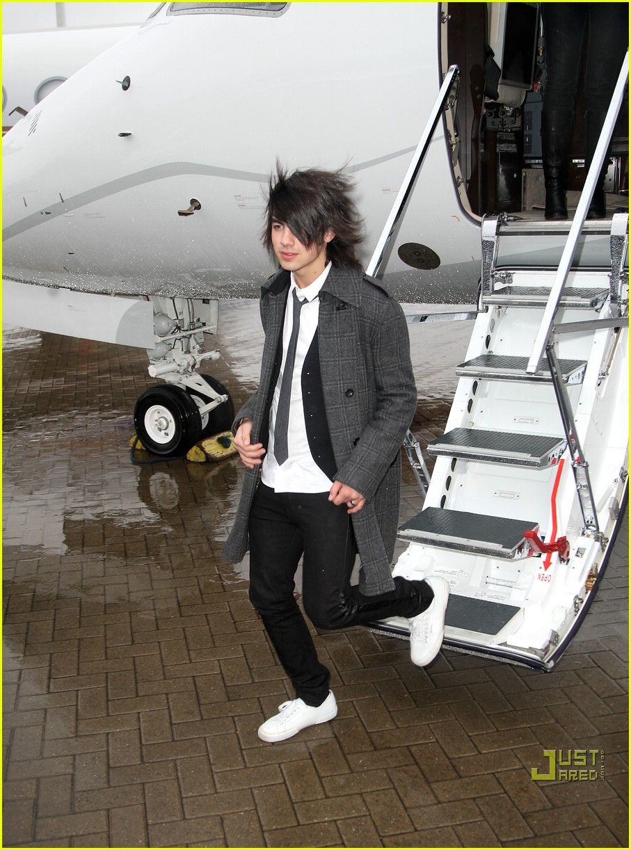 jonas brothers private jet 25983021