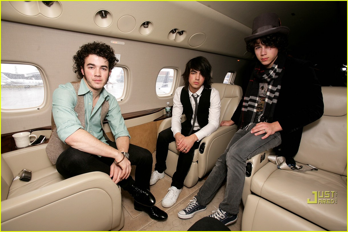 jonas brothers private jet 27983041