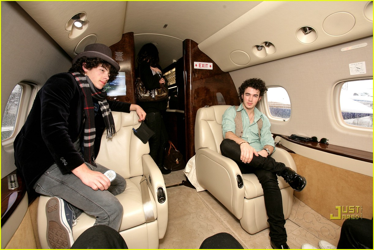 jonas brothers private jet 28983051