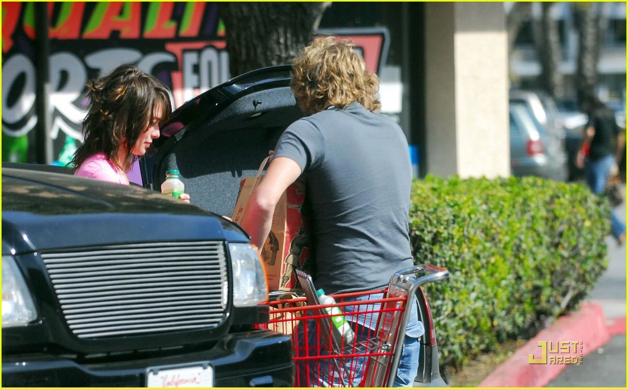 lena headey grocery shopping 05