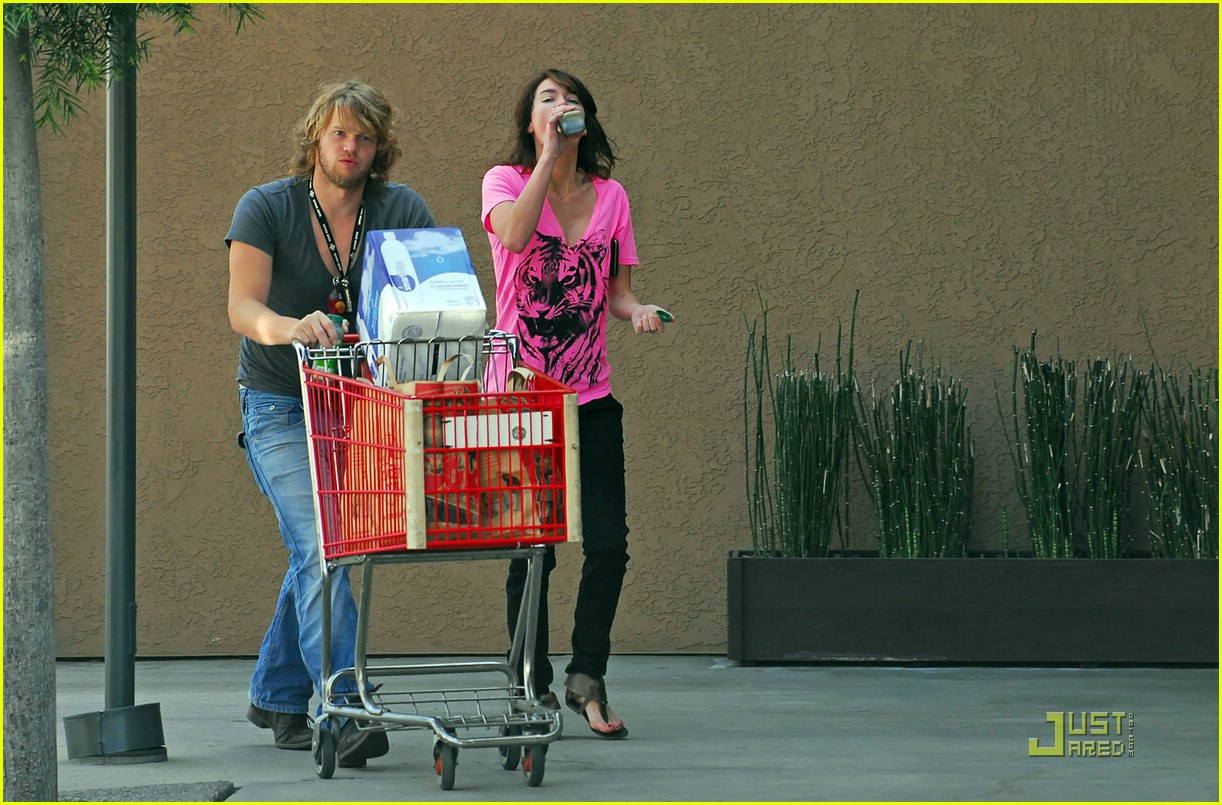 lena headey grocery shopping 08
