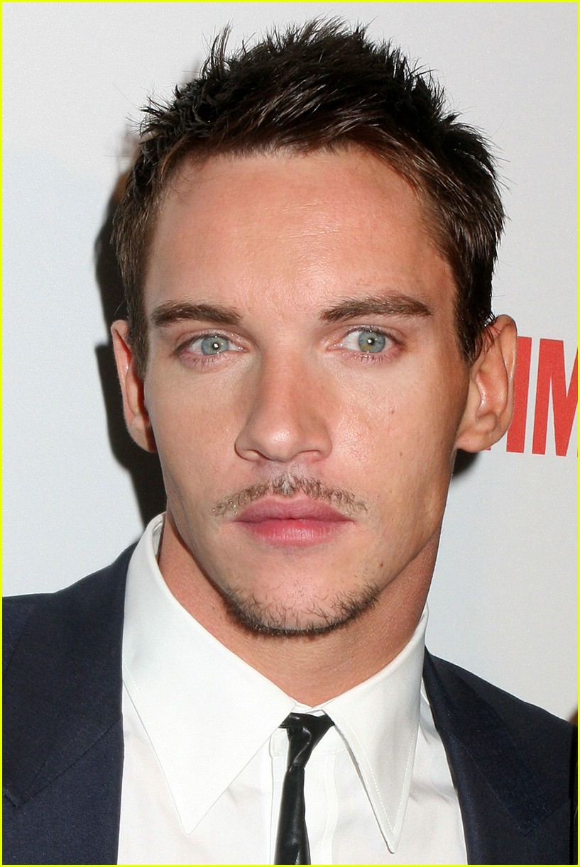 jonathan rhys meyers tudors premiere 02