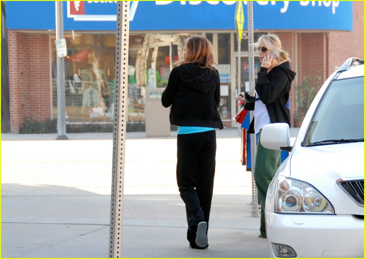 miley mother daughter coffee run 04993151