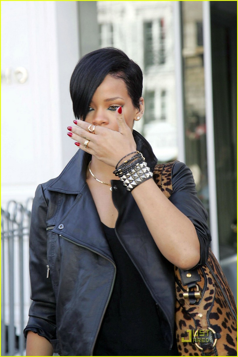 rihanna louis vuitton eyes 05969271
