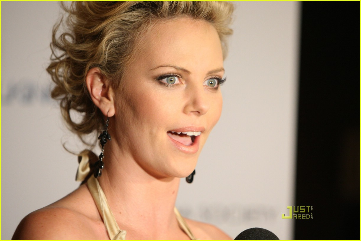 charlize theron sleepwalking premiere new york 07988161