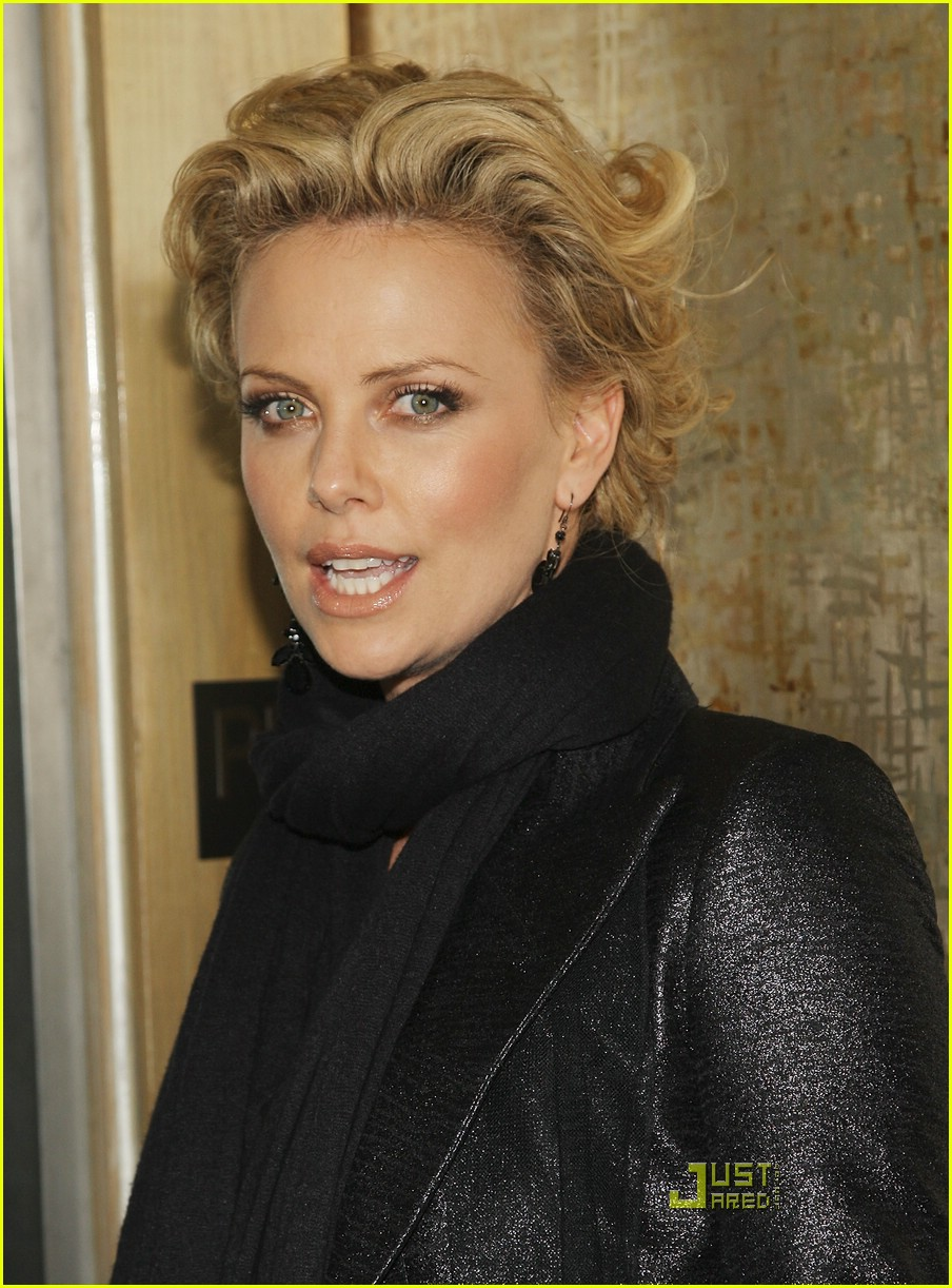 charlize theron sleepwalking premiere new york 14988231
