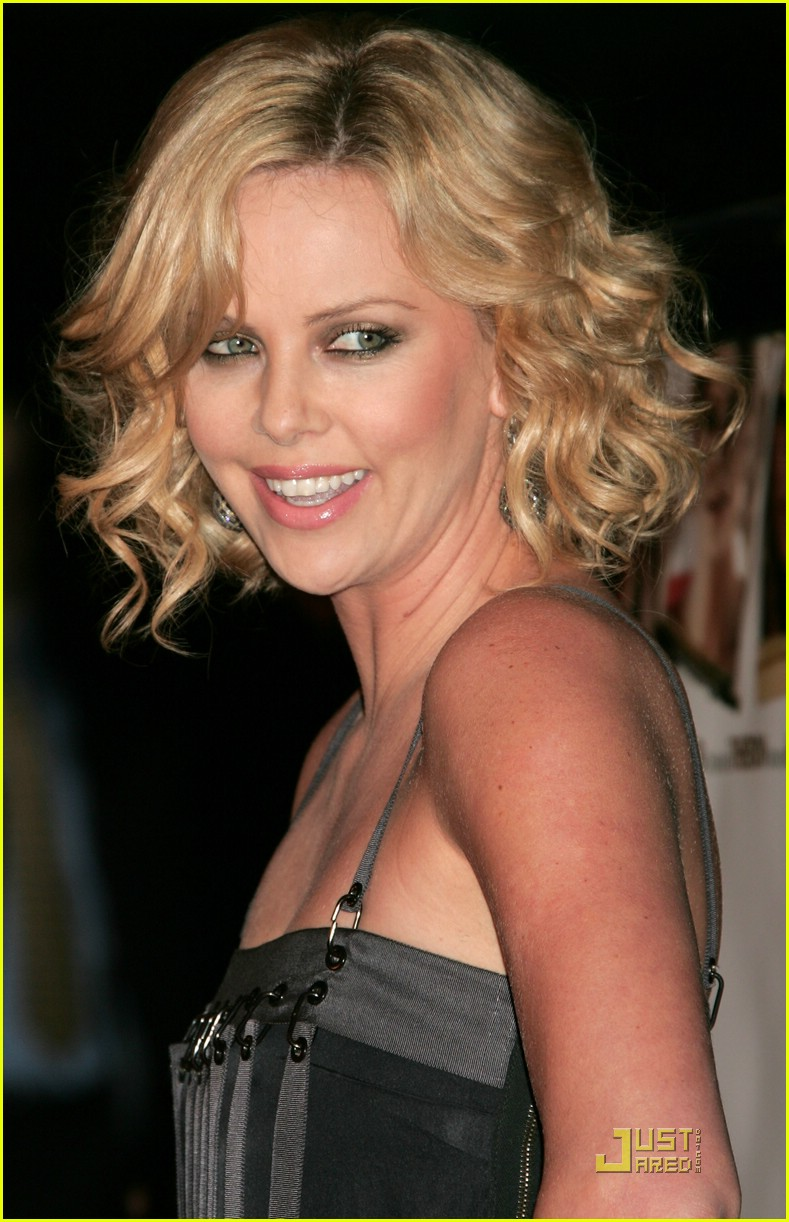 charlize theron sleepwalking premiere 22