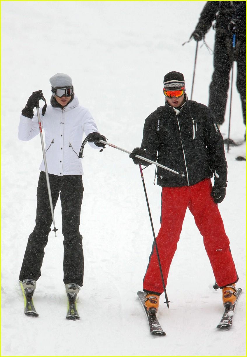 prince william kate middleton skiing 061001201