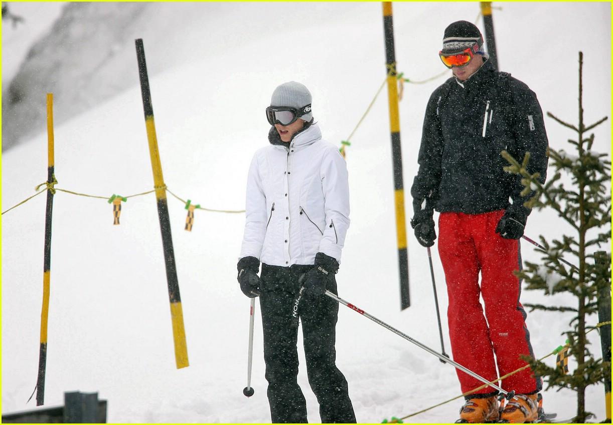 prince william kate middleton skiing 111001251
