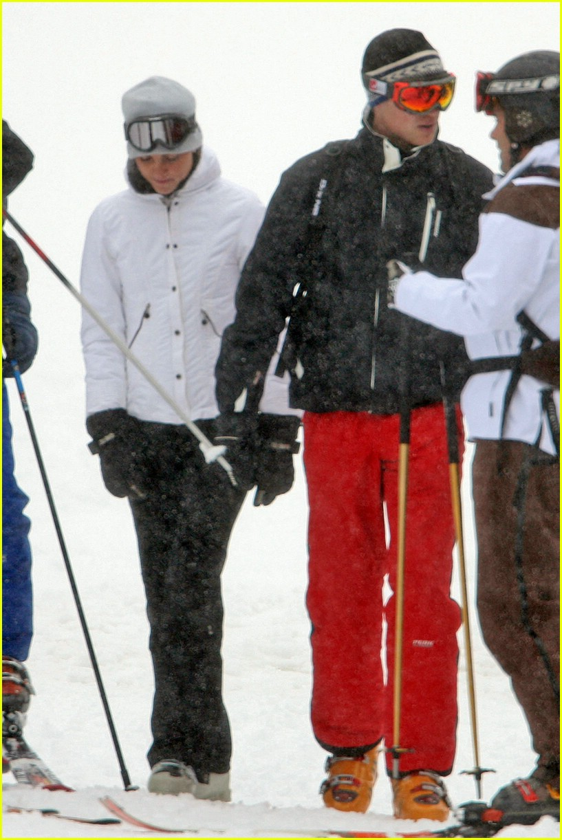 prince william kate middleton skiing 121001261