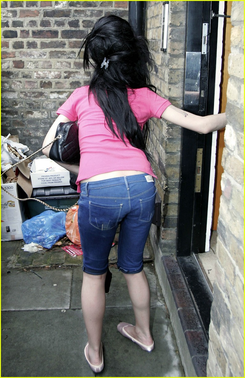 amy winehouse likes big butts & she cannot lie: photo 1017361 | amy