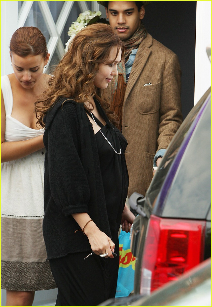 jessica alba baby shower 041048361