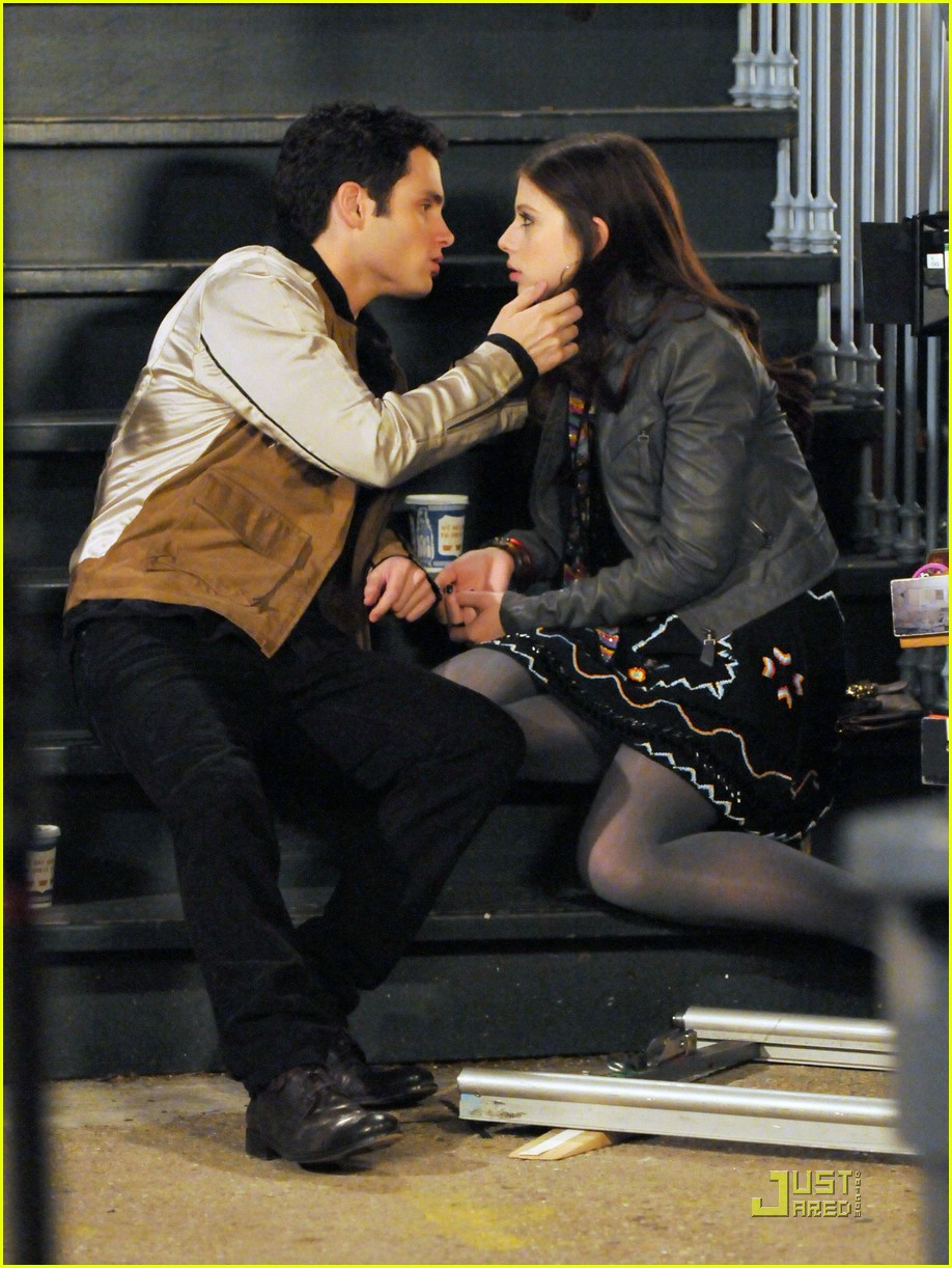 Who Is William Penn >> Penn Badgley Kissing Who???: Photo 1075871 | Celebrity ...
