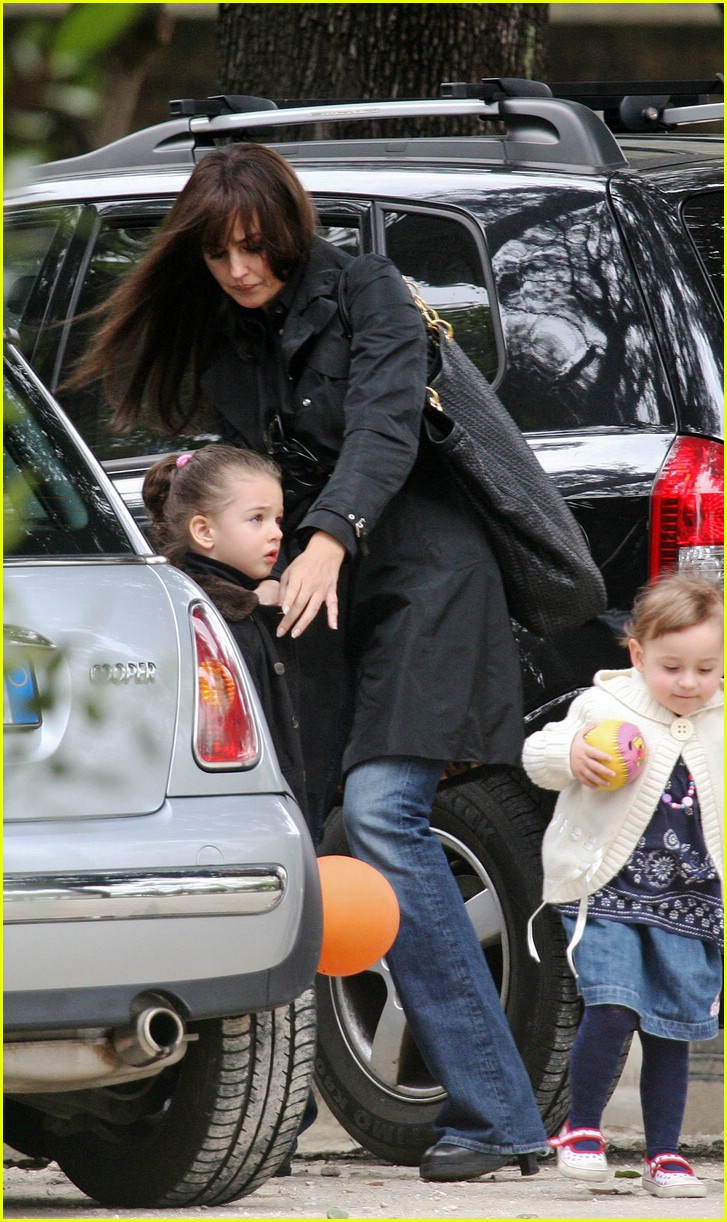 Monica Bellucci S Daughter Goes Jump Jump Photo 1048911