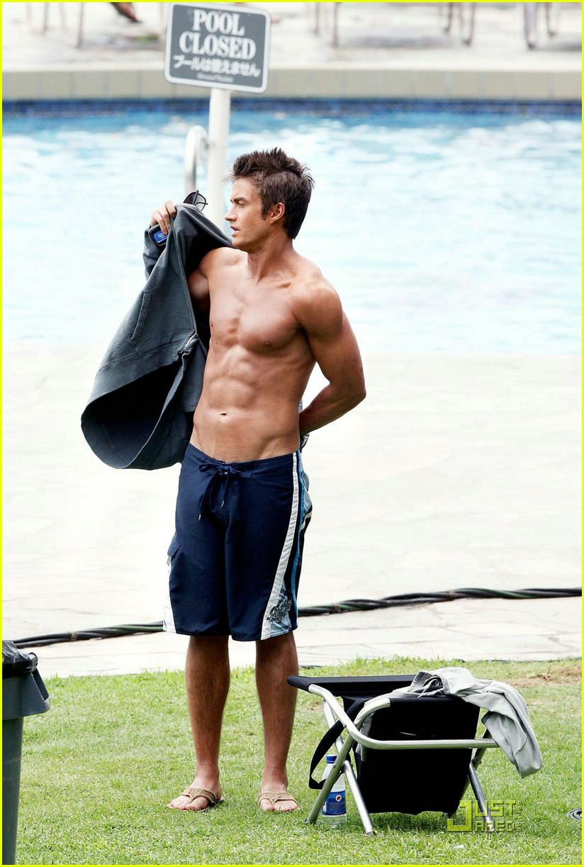 robert buckley hot hawaii 011100021