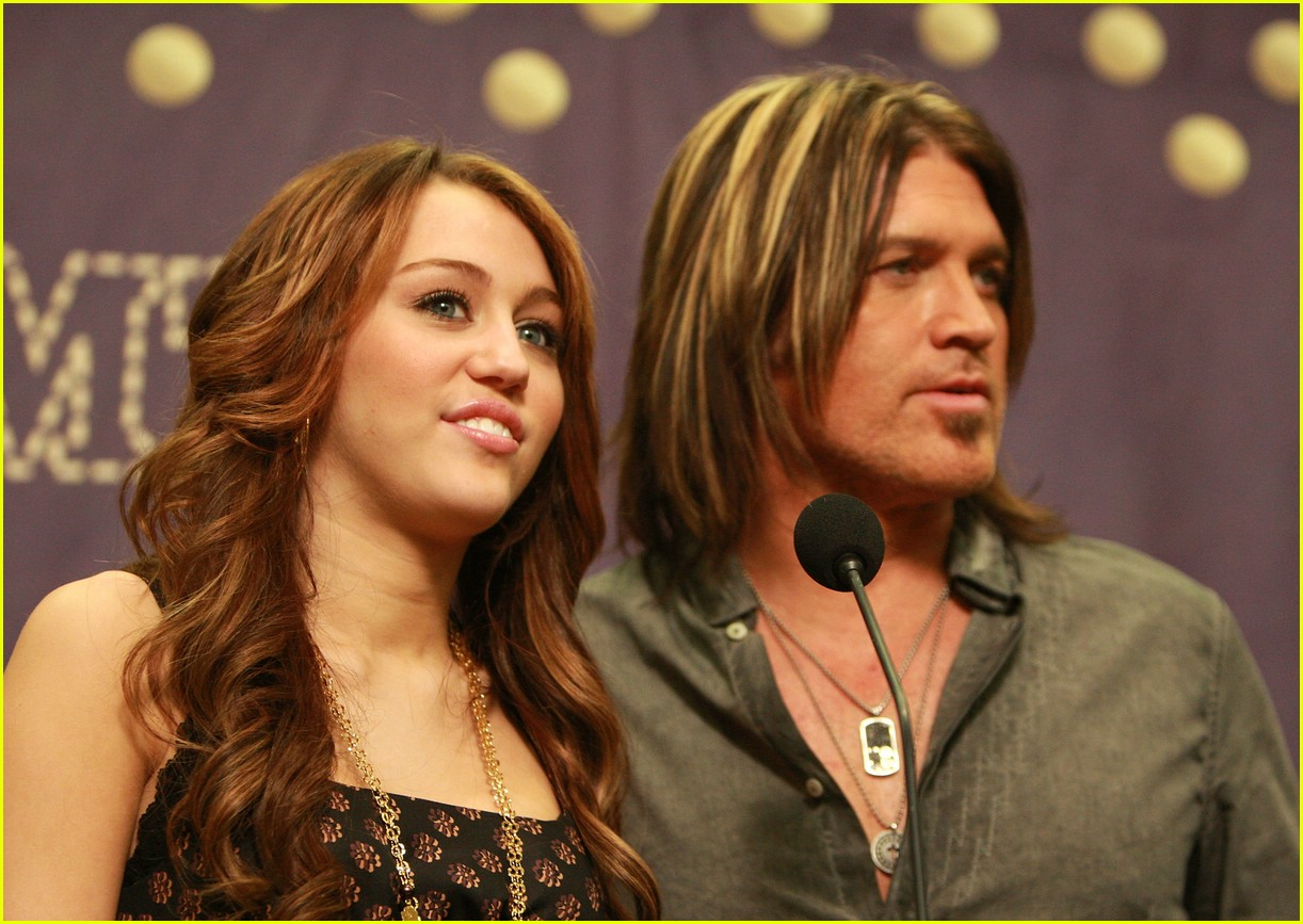 miley cyrus cmt performance 2008 081066731