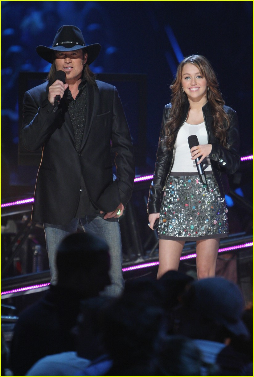 miley cyrus cmt performance 2008 231066881