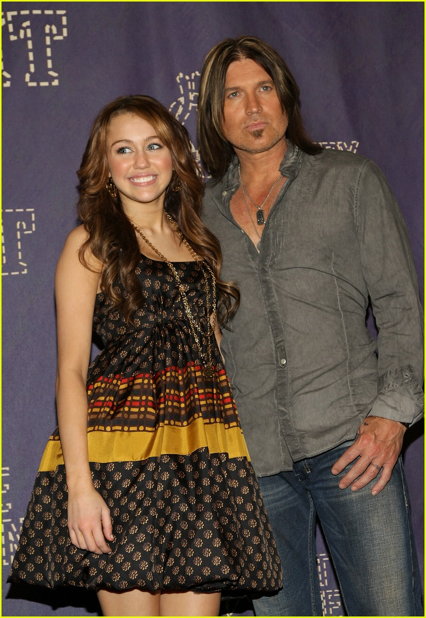miley cyrus cmt performance 2008 37