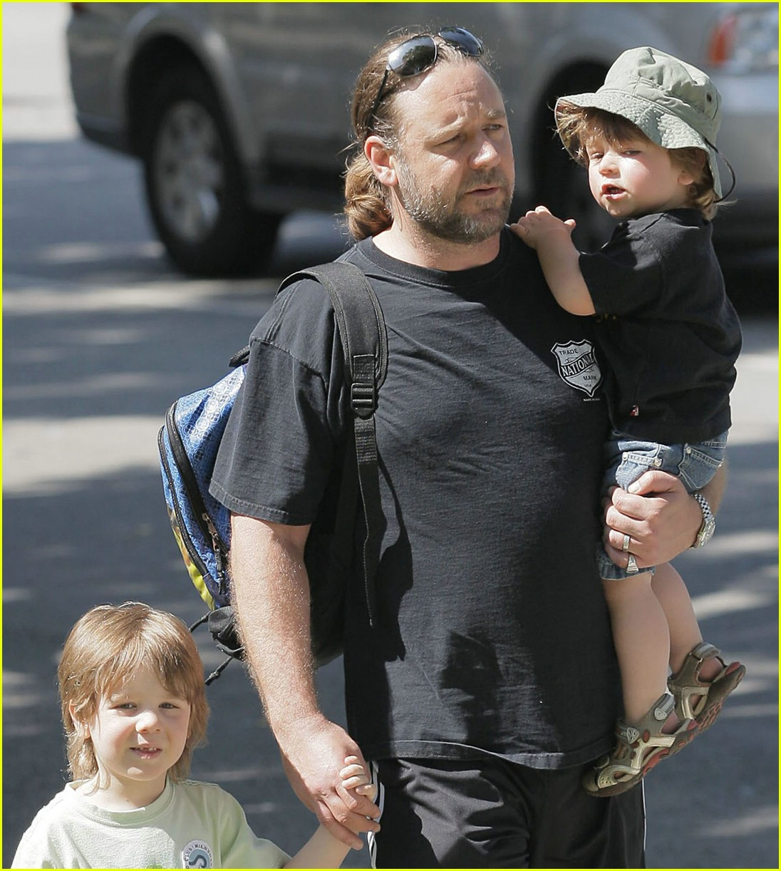 Russell Crowe: Kids And Cigarettes Don't Mix! : Photo