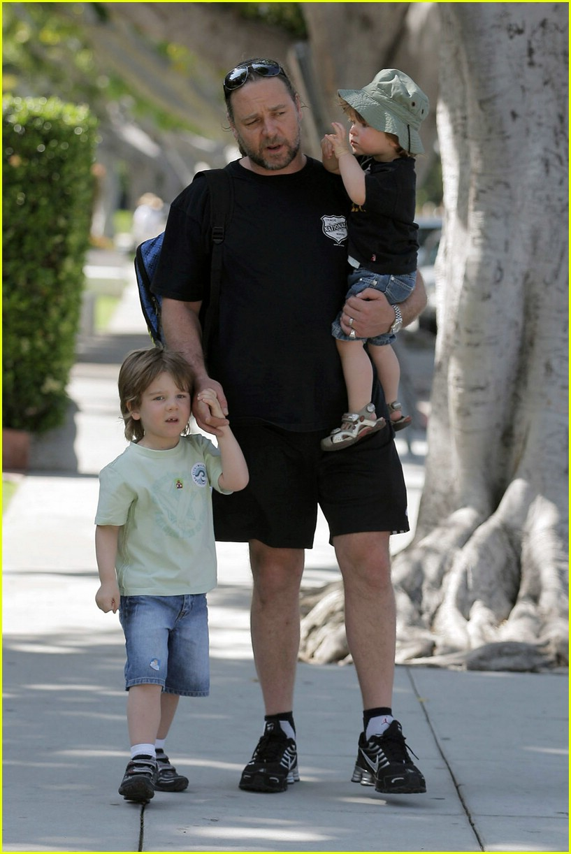 Russell Crowe: Kids an...R Kelly And His Kids