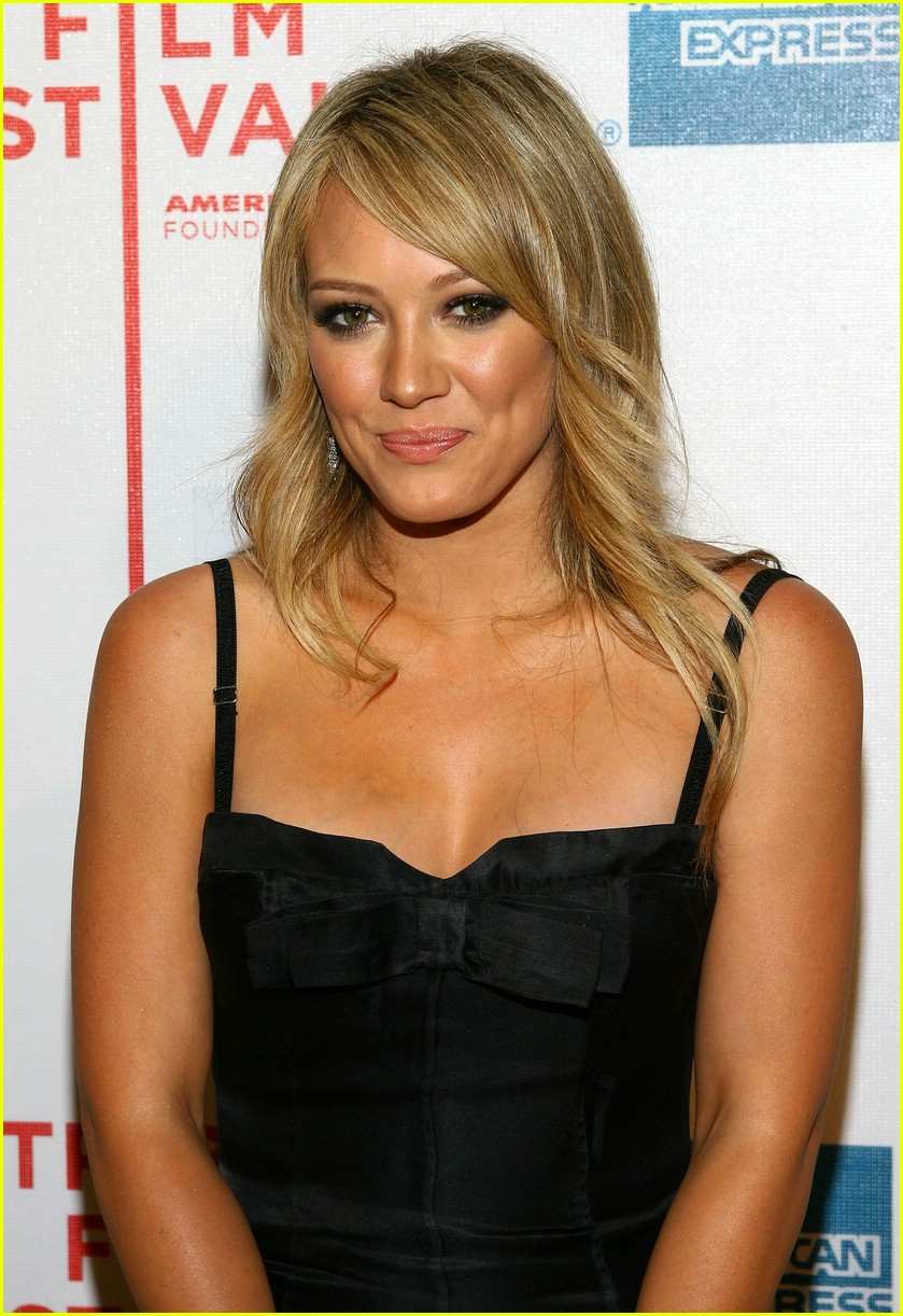 hilary duff war inc 221096941