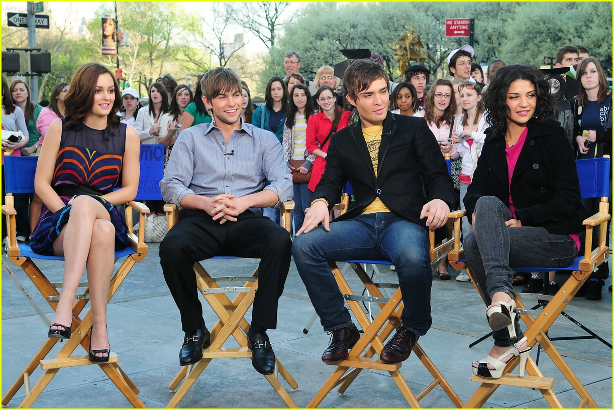 gossip girl visits the early show  photo 1074251