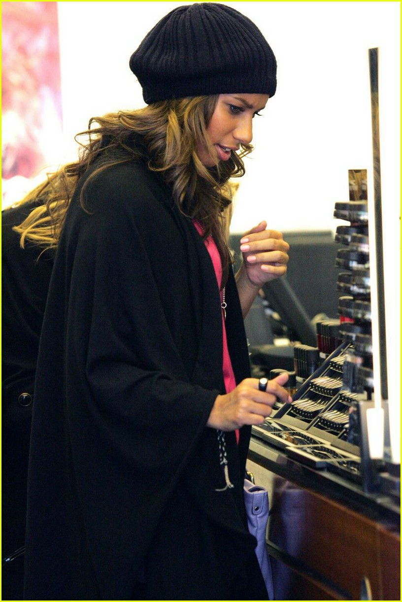 leona lewis mac cosmetics 01