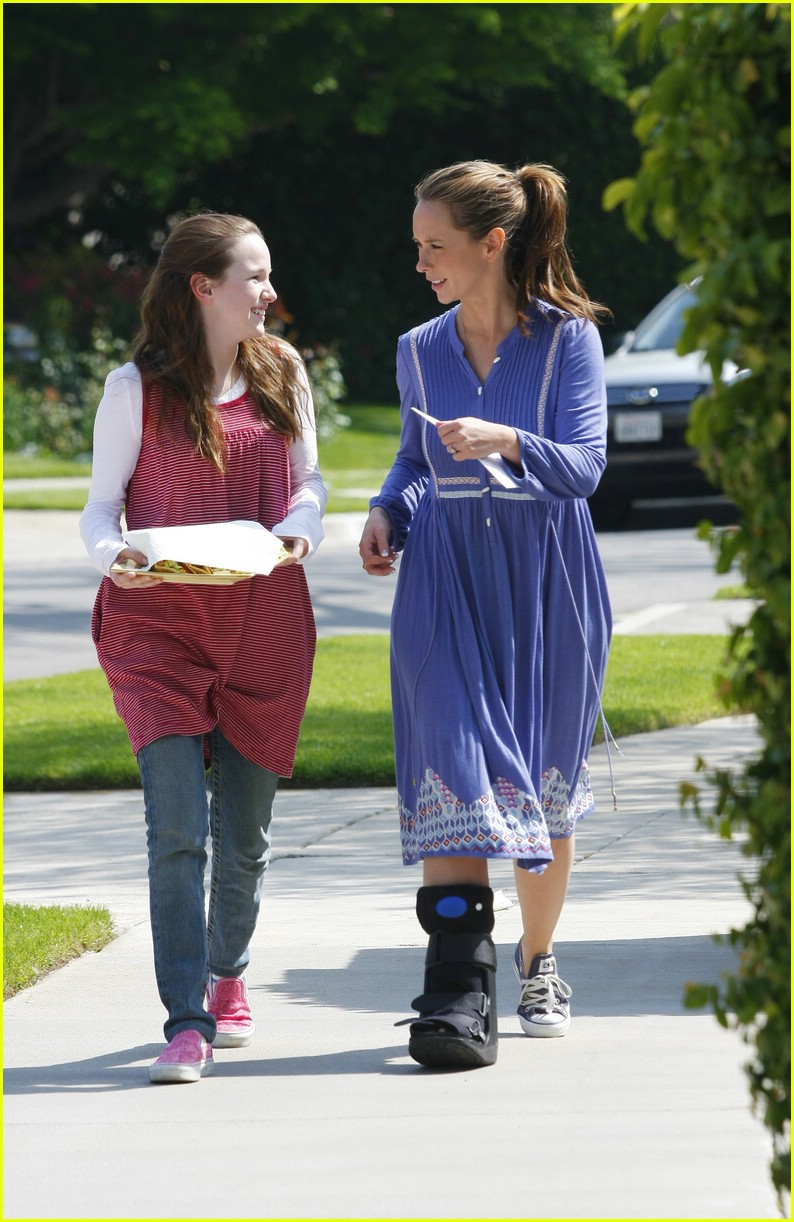 jennifer love hewitt ankle 06