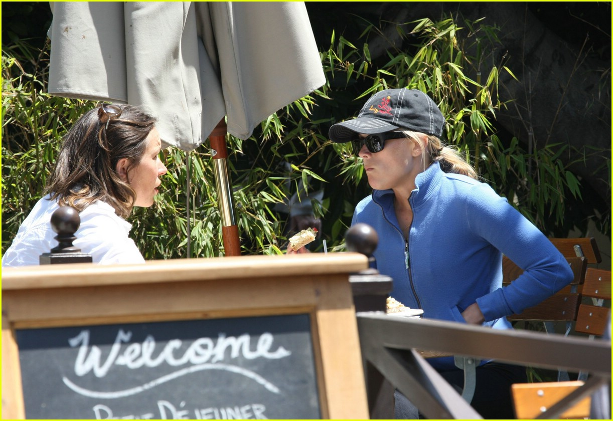 reese witherspoon lunch 041070871