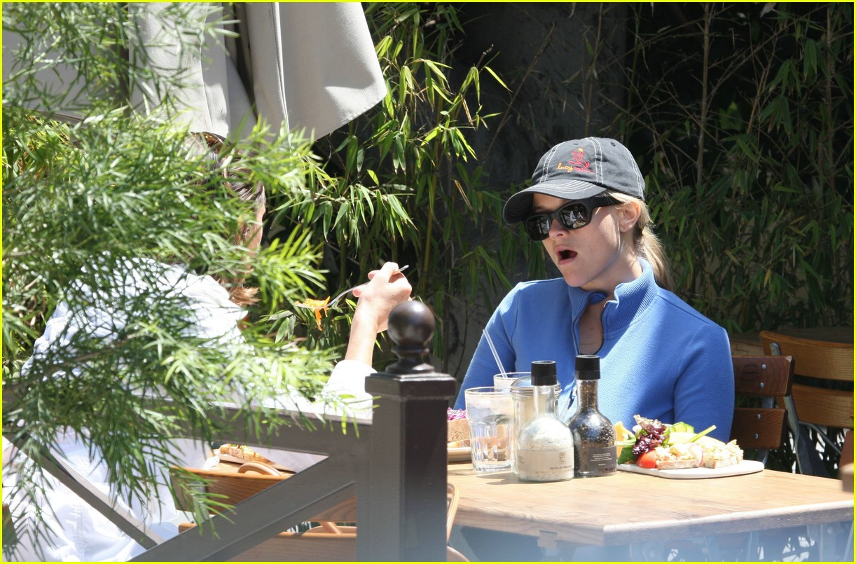 reese witherspoon lunch 051070881