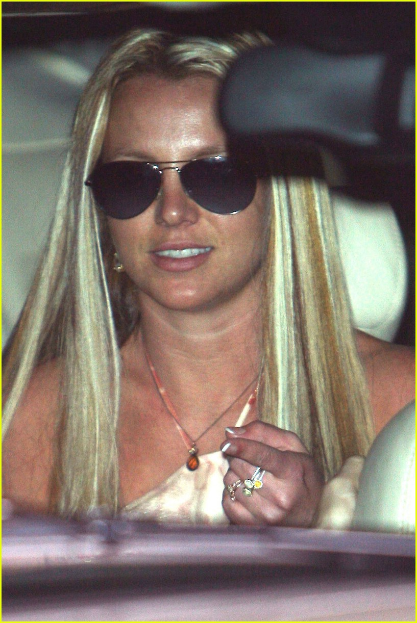 britney spears salon 011062371