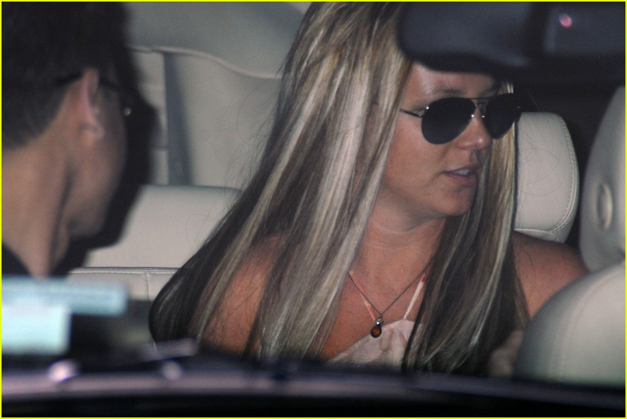 britney spears salon 141062501