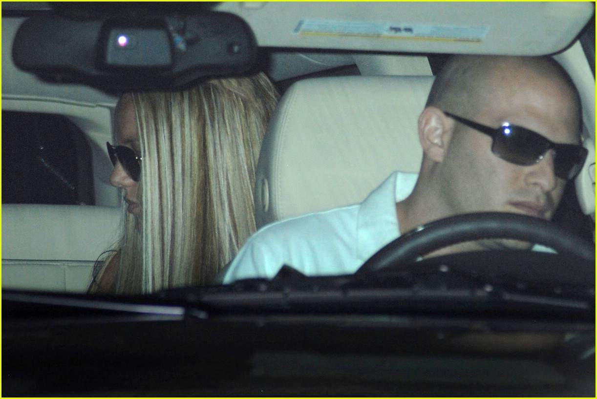 britney spears salon 171062531