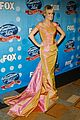 carrie underwood idol gives back 19