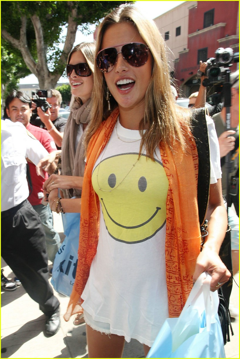 alessandra ambrosio smiley face 021106521
