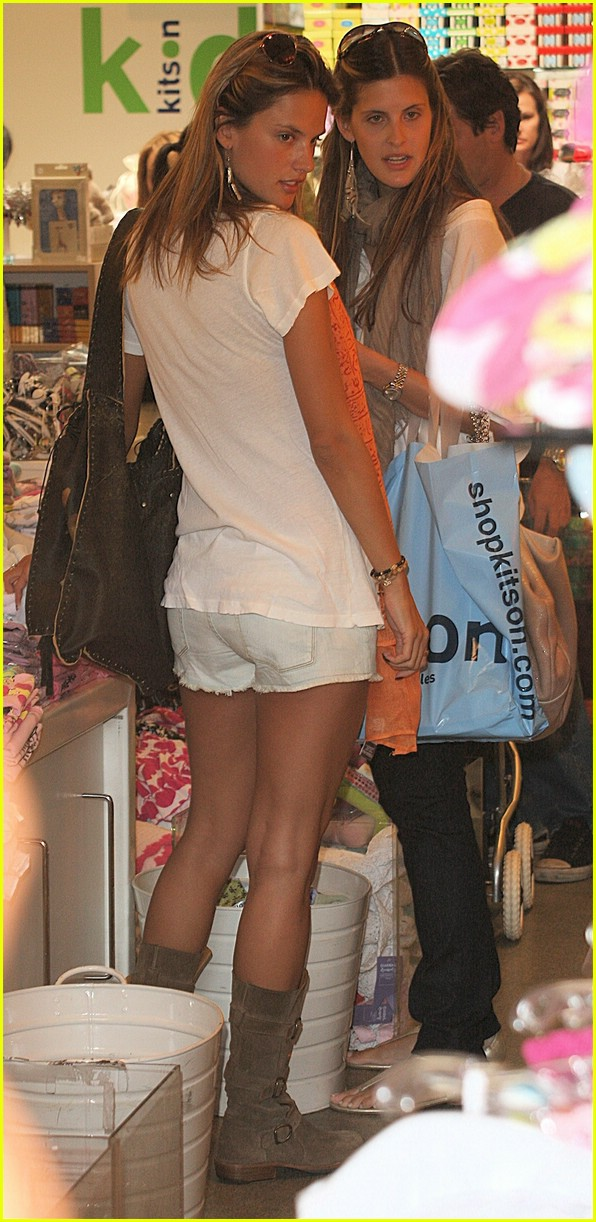 alessandra ambrosio smiley face 061106561