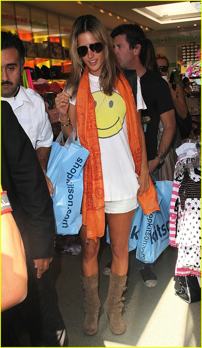alessandra ambrosio smiley face 102