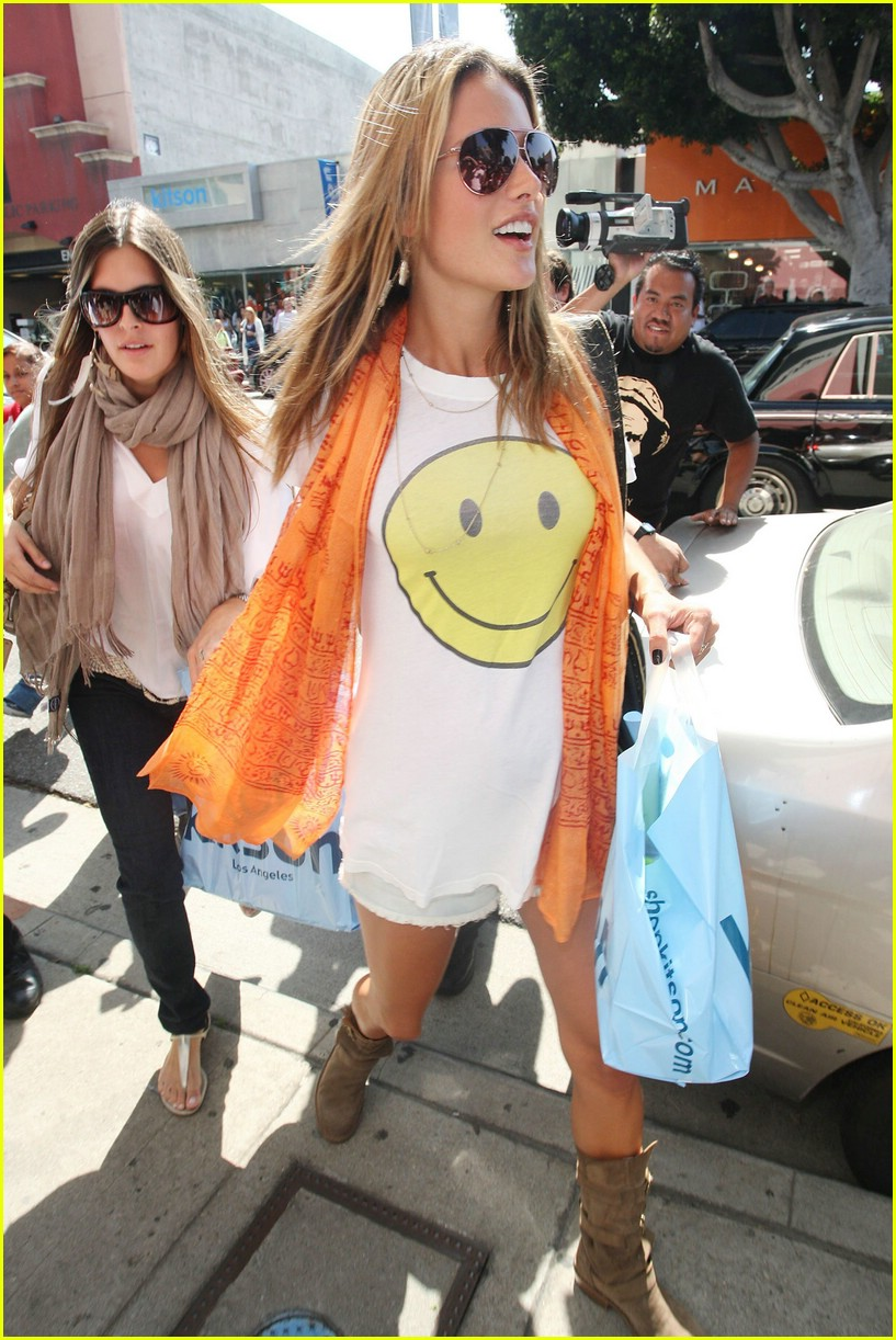 alessandra ambrosio smiley face 311106921