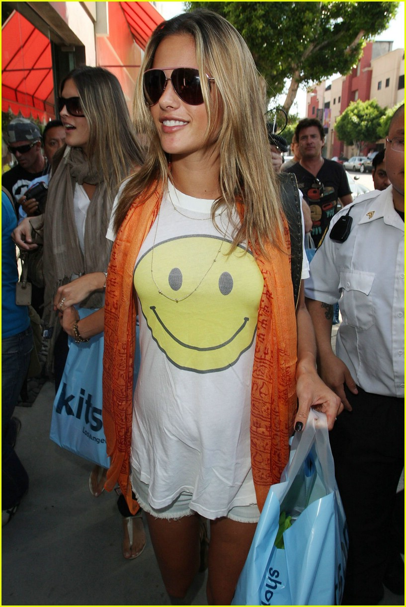 alessandra ambrosio smiley face 321106931