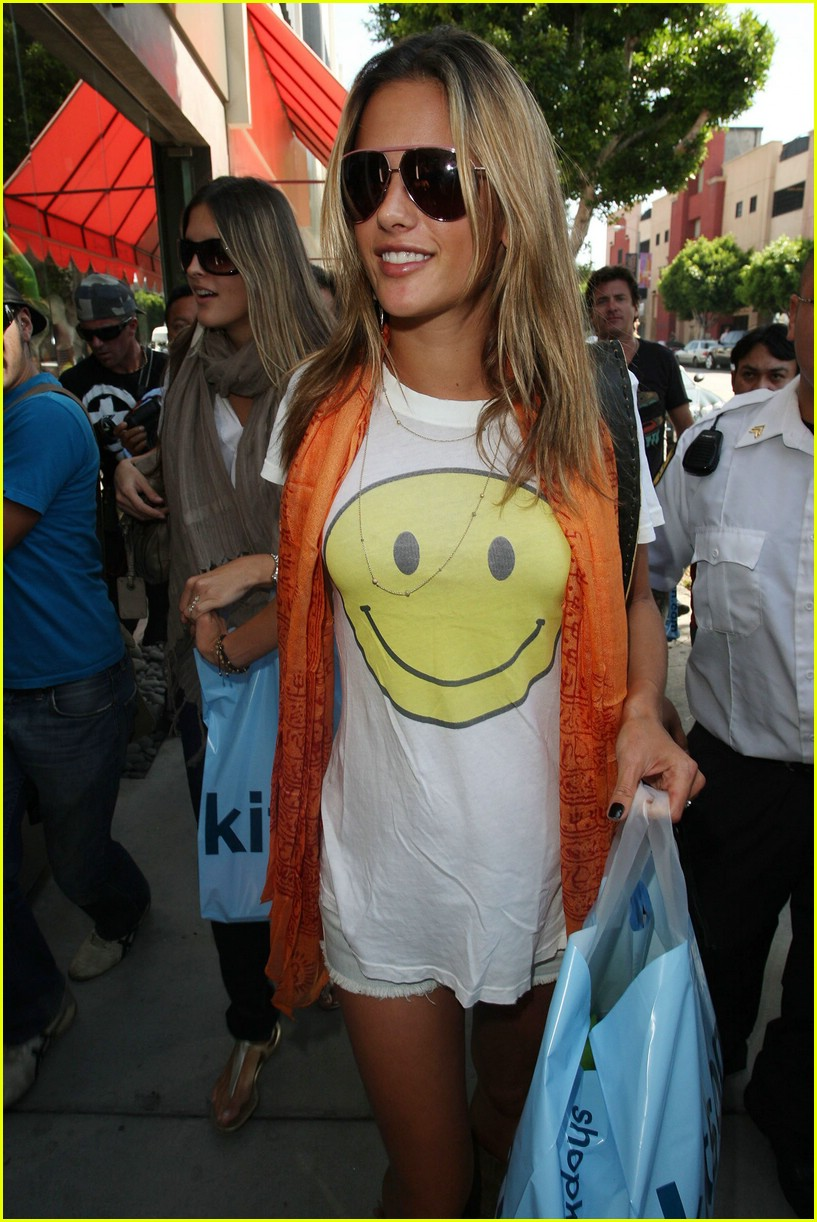 alessandra ambrosio smiley face 331106941