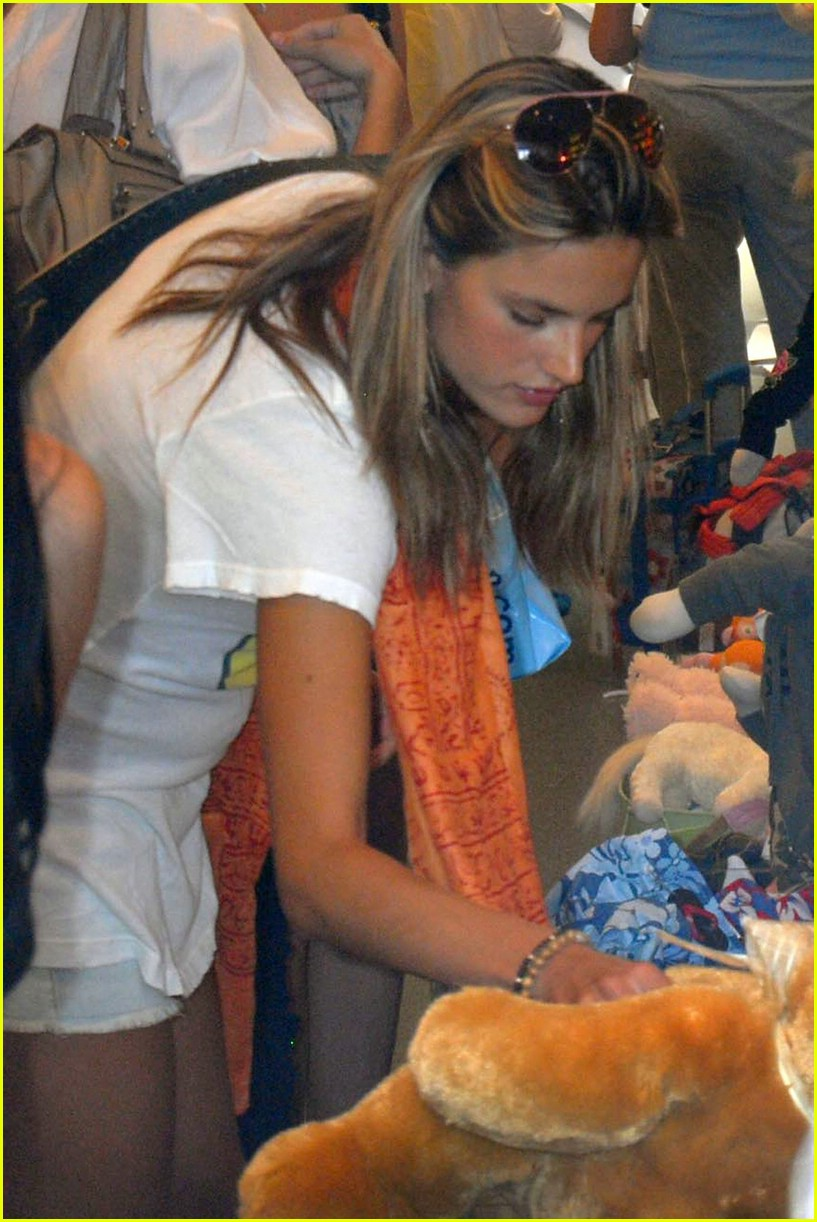 alessandra ambrosio smiley face 441107051