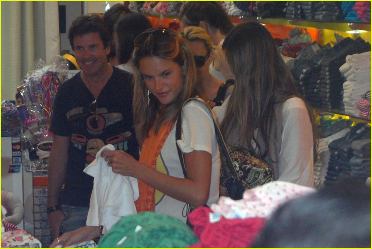 alessandra ambrosio smiley face 47