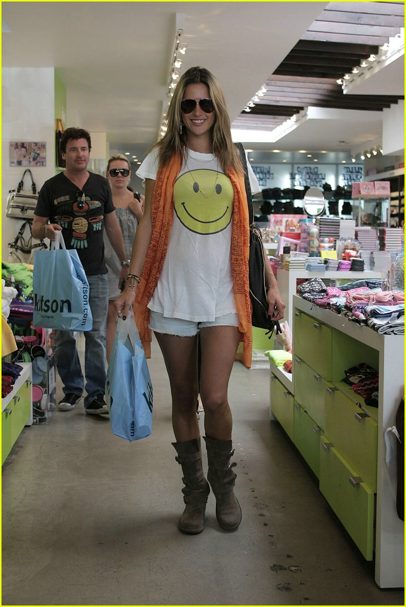 alessandra ambrosio smiley face 76
