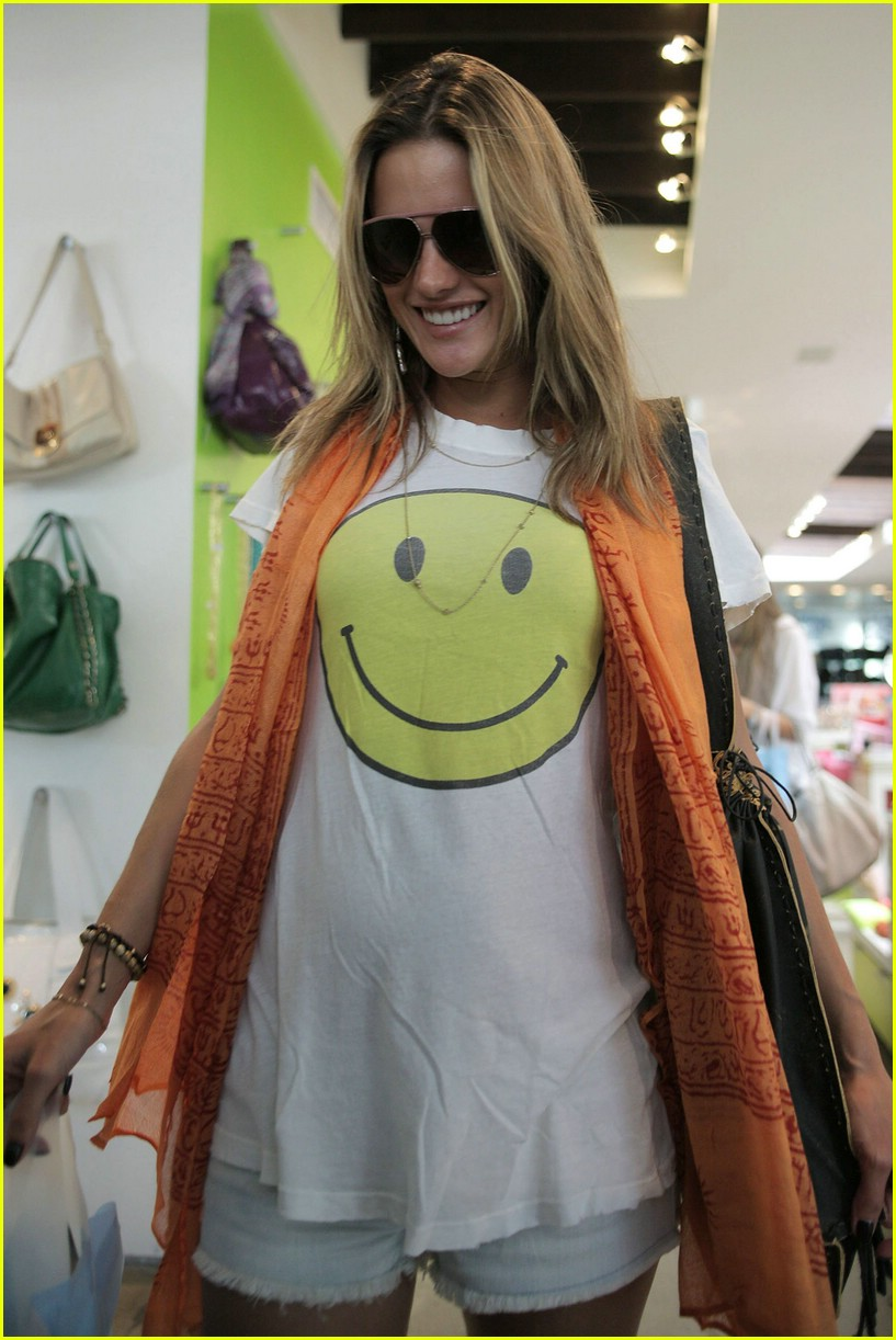 alessandra ambrosio smiley face 781107391
